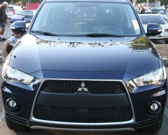 Picture of 2010 Mitsubishi Outlander SE