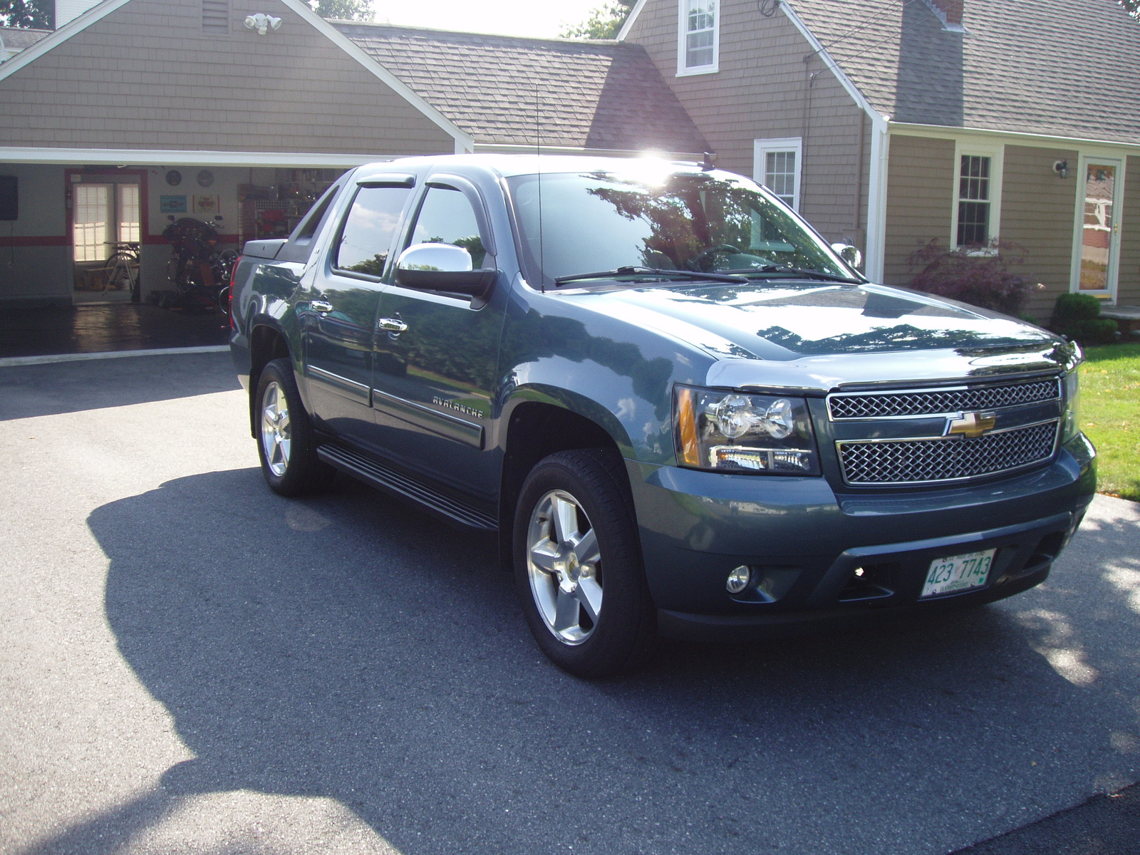 2010 chevrolet avalanche lt 4wd pic