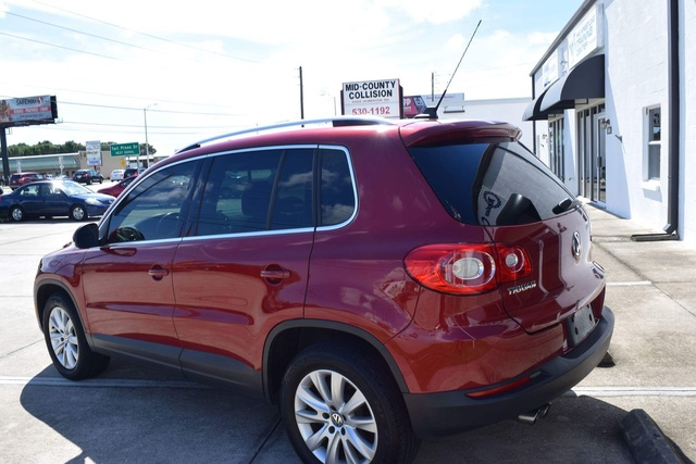 Picture of 2010 Volkswagen Tiguan SE w/ Leather