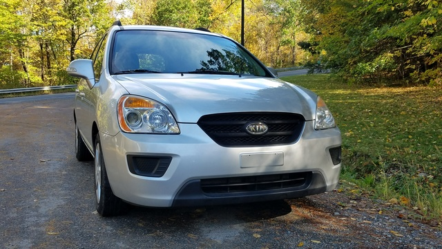Picture of 2010 Kia Rondo LX