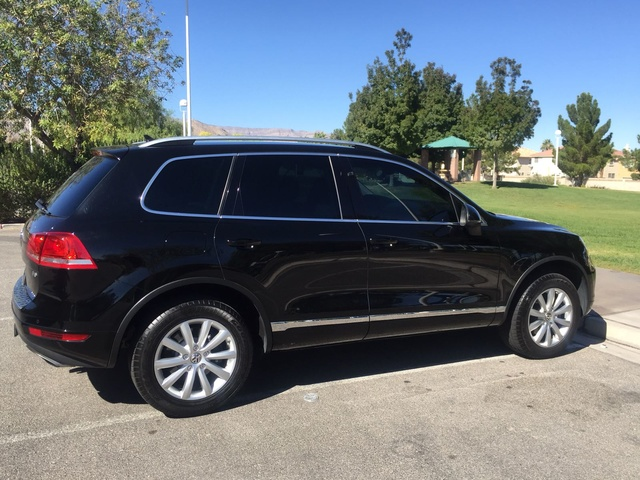 Picture of 2011 Volkswagen Touareg VR6 Sport