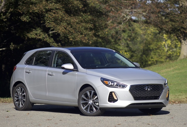Front 3/4 of the 2018 Hyundai Elantra GT, exterior, gallery_worthy