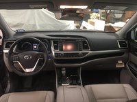 Picture of 2017 Toyota Highlander XLE, interior, gallery_worthy