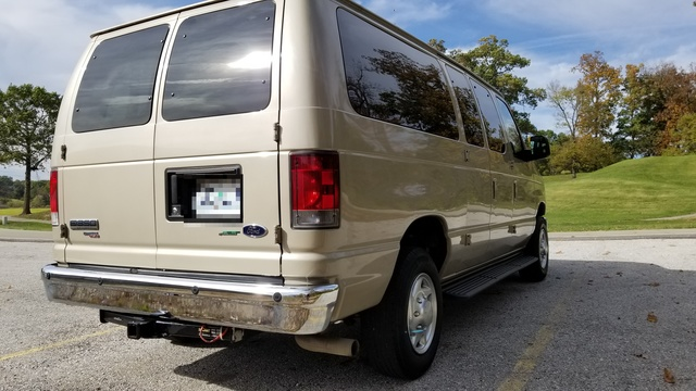 Picture of 2010 Ford E-Series Wagon E-350 XLT Super-Duty