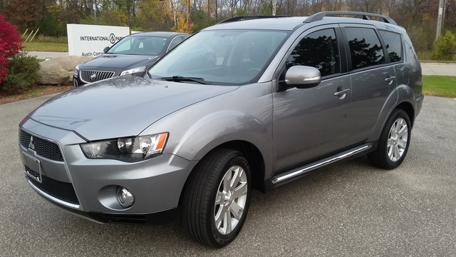 Picture of 2013 Mitsubishi Outlander SE AWD