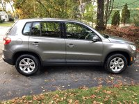 Picture of 2010 Volkswagen Tiguan SE, exterior, gallery_worthy