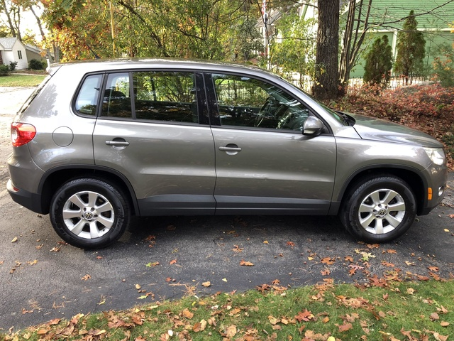 Picture of 2010 Volkswagen Tiguan SE