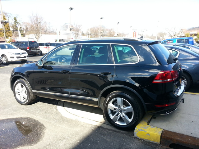 Picture of 2011 Volkswagen Touareg VR6 Lux