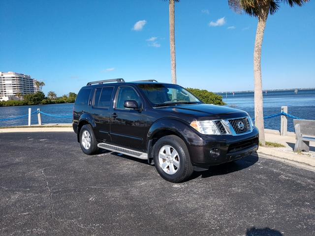 Picture of 2011 Nissan Pathfinder Silver Edition