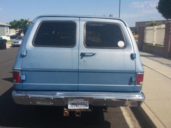 1986 chevy suburban curb weight
