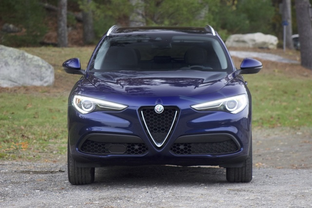 Front of the 2018 Alfa Romeo Stelvio, exterior, gallery_worthy