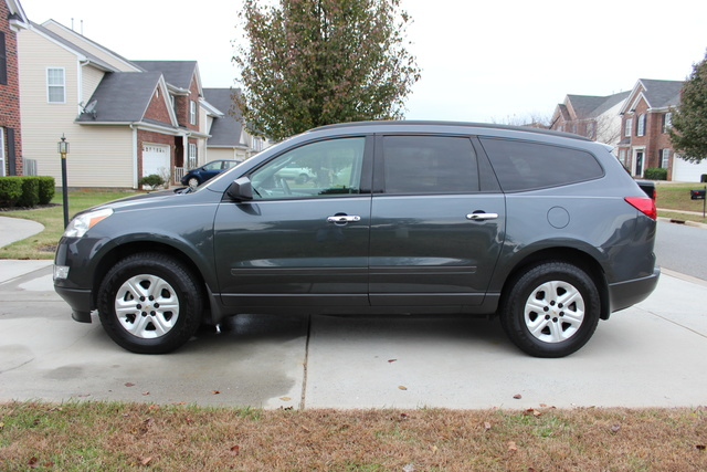 Picture of 2011 Chevrolet Traverse LS, gallery_worthy