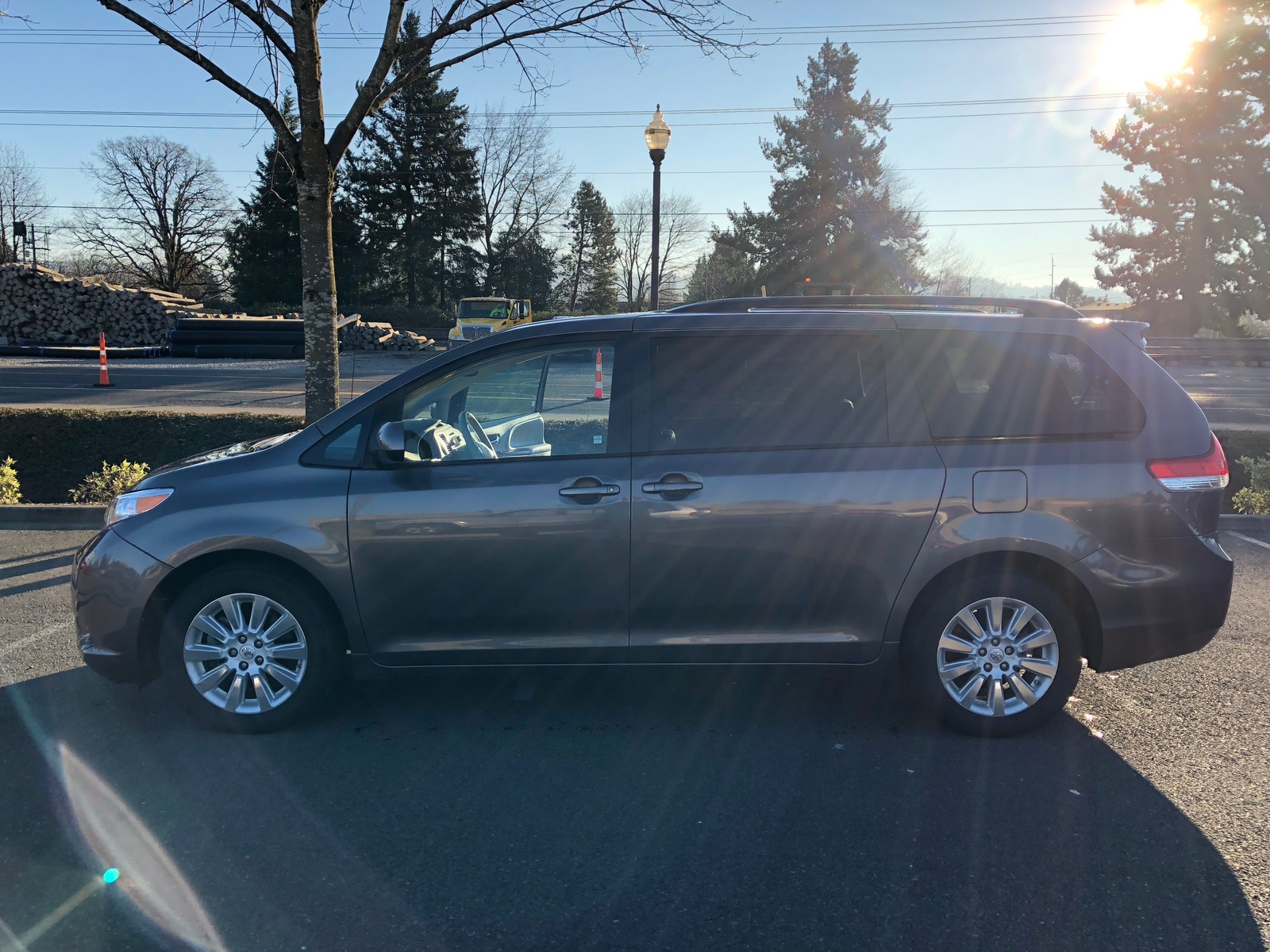 Picture of 2013 Toyota Sienna XLE 7-Passenger, exterior, gallery_worthy