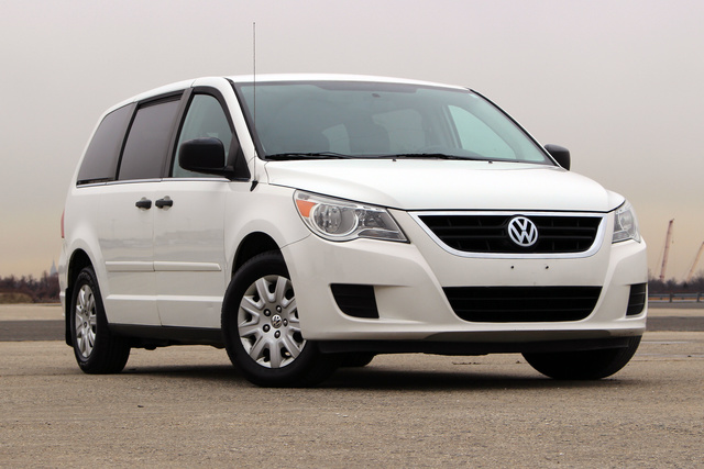 Picture of 2011 Volkswagen Routan S