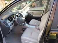 2005 toyota highlander interior