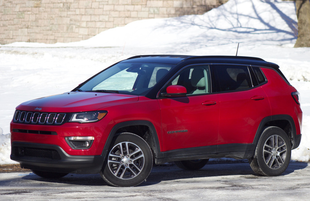 Front 3/4 of the 2018 Jeep Compass.