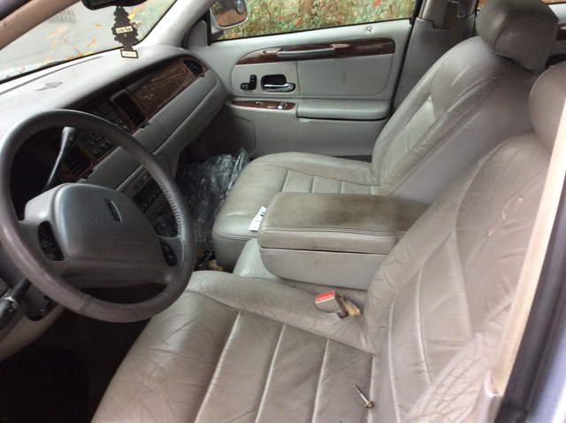 2001 Lincoln Town Car - Interior Pictures - CarGurus