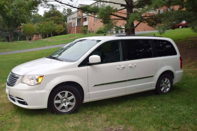 Picture of 2013 Chrysler Town & Country