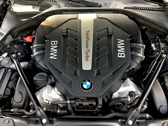 Picture of 2013 BMW 5 Series 550i Sedan RWD, engine, gallery_worthy