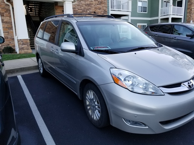 Picture of 2010 Toyota Sienna XLE Limited