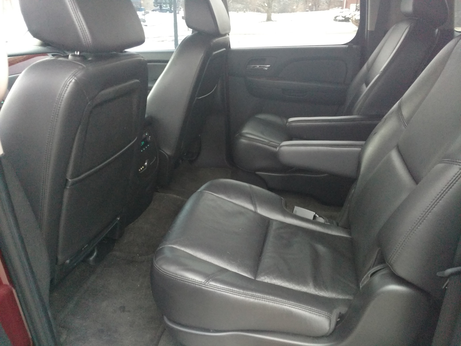 chevrolet suburban questions 2009 suburban second row. Black Bedroom Furniture Sets. Home Design Ideas