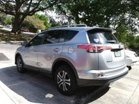 Picture of 2017 Toyota RAV4 LE, exterior, gallery_worthy