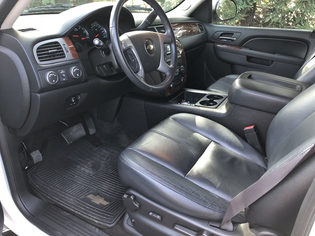 Picture of 2014 Chevrolet Suburban 1500 LS 4WD, interior, gallery_worthy