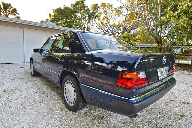Picture of 1993 Mercedes-Benz 300-Class 4 Dr 300E 2.8 Sedan