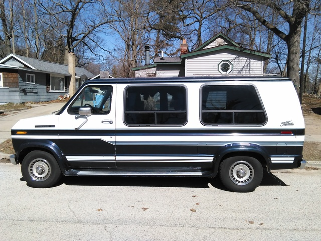 Picture of 1990 Ford E-Series E-150 Club Wagon