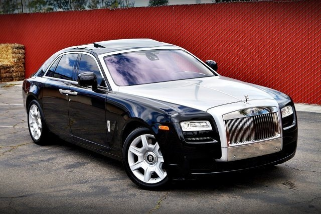 Foto de un 2010 Rolls-Royce Ghost Sedan