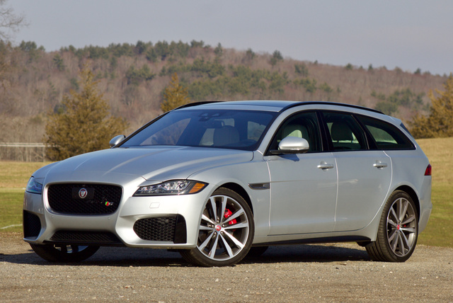 Front 3/4 view of the 2018 Jaguar XF Sportbrake.