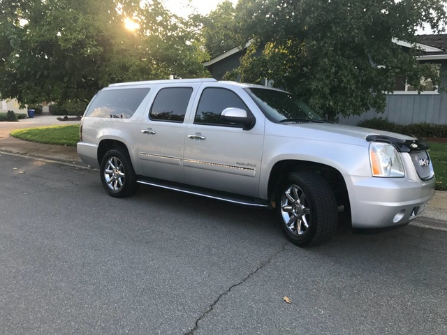 Picture of 2013 GMC Yukon XL Denali 4WD, exterior, gallery_worthy
