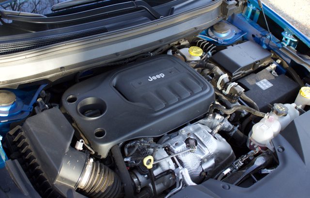 Engine bay of the 2019 Jeep Cherokee