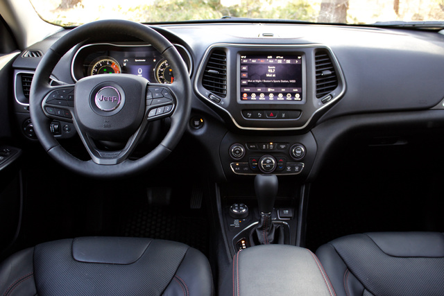 Cabin of the 2019 Jeep Cherokee