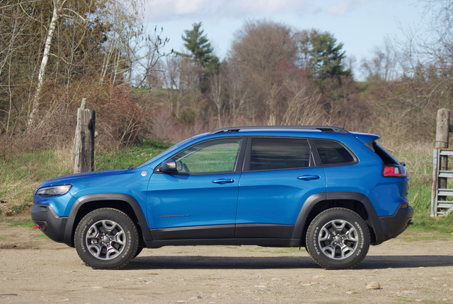 Side profile of the 2019 Jeep Cherokee