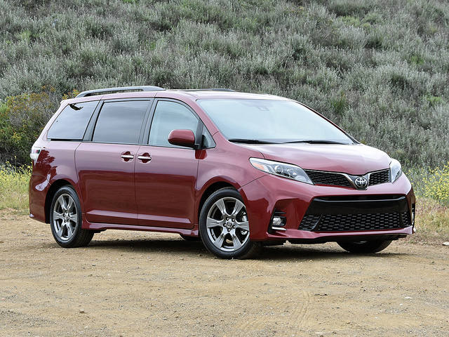 2018 Toyota Sienna SE in Salsa Red