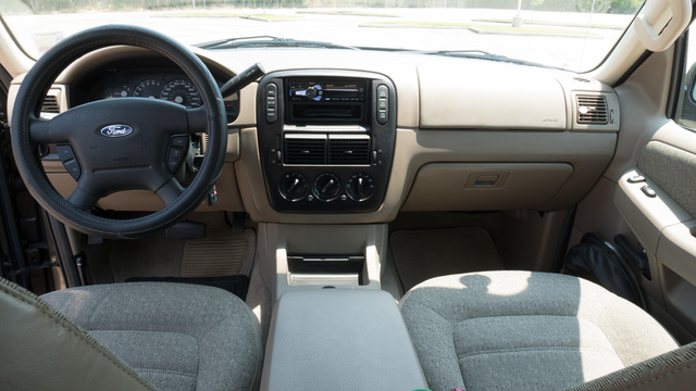 2001 Ford Expedition Eddie Bauer >> 2005 Ford Explorer - Interior Pictures - CarGurus