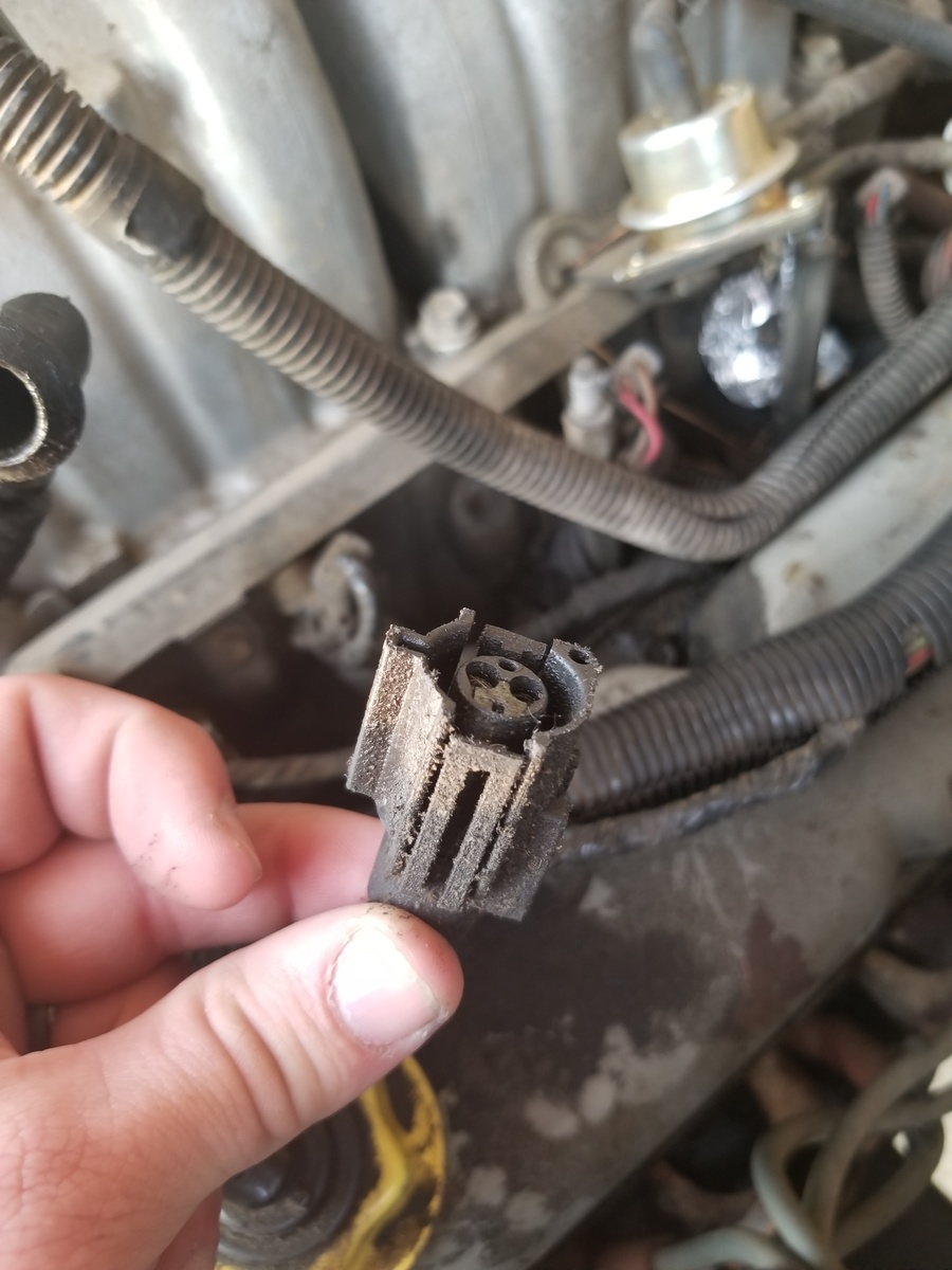 Ford F 150 Questions Getting No Spark Out Of The Coil Cargurus Chevy Truck Fuel Gauge Wiring Diagram As Well 1977 This Is Plug In That Missing Other Half Goes Into Bottom Intake Anyone Know What It Above Injectors