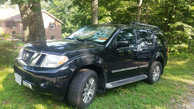 Picture of 2010 Nissan Pathfinder LE V6 4WD