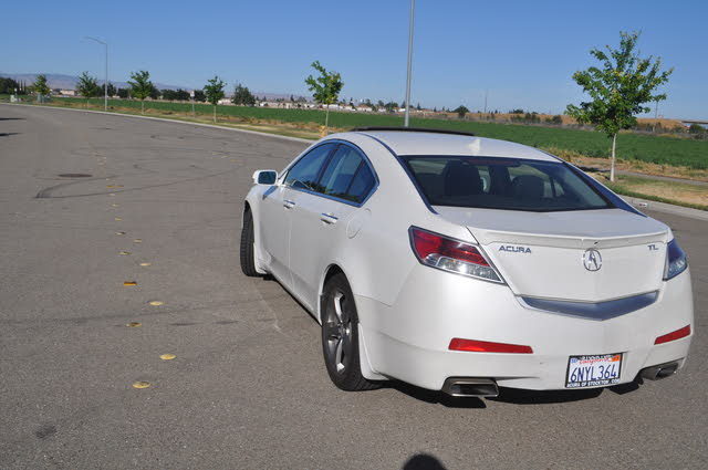 Foto de un 2010 Acura TL FWD with Technology Package and 18-inch Wheels