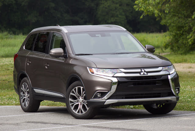Front 3/4 of the 2018 Mitsubishi Outlander