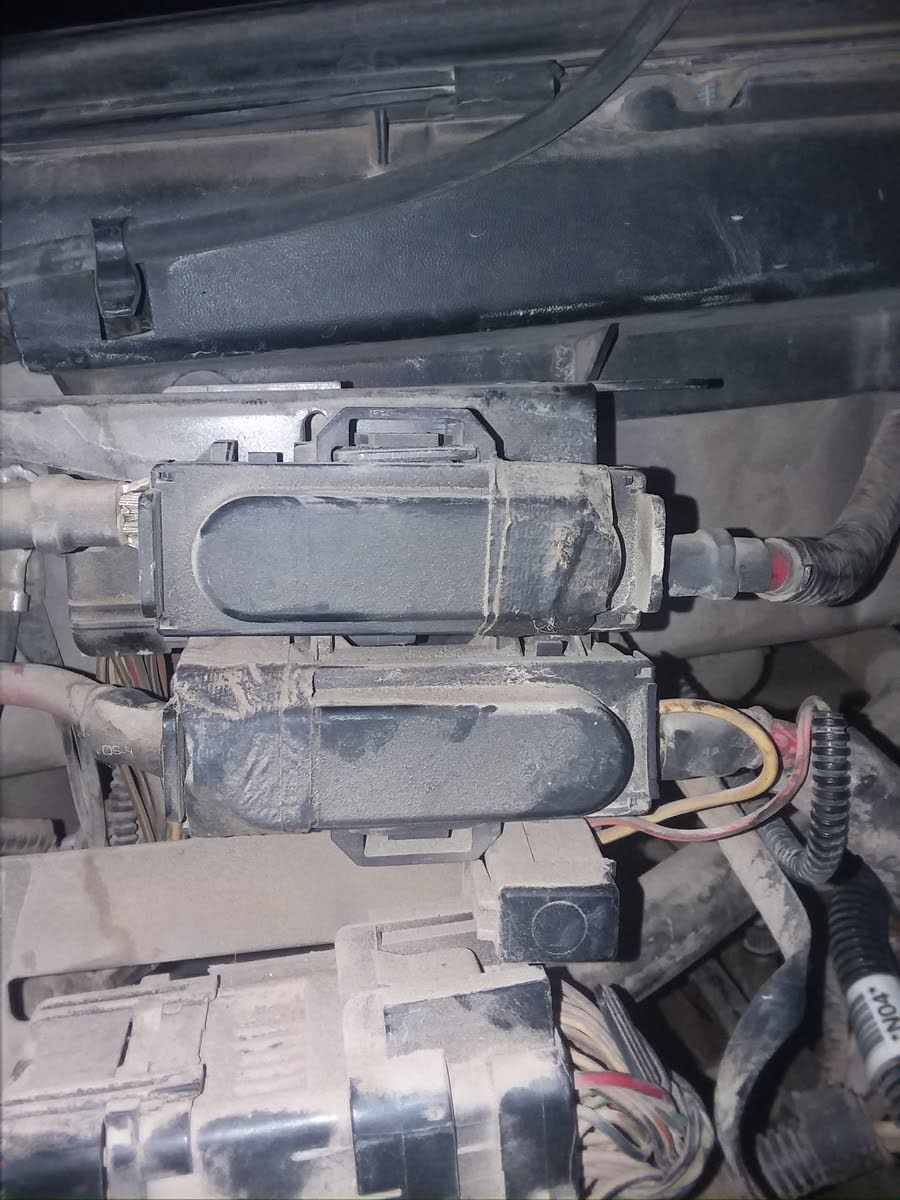 Ford F 150 Questions Alternator Not Charging Battery Cargurus 2004 Heritage Fuse Box The Smaller Is A Standard 10 Amp Auto It Was Blown By Alternater Replaced And Problem Solved