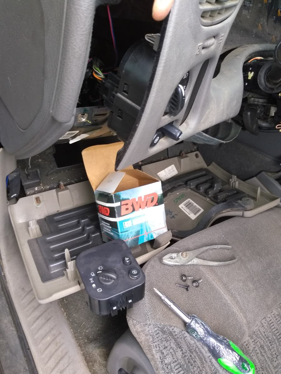 Chevrolet Trailblazer Questions What Causes The Dim Lights To Go 05 A C Compressor Wiring Diagram Mark Helpful