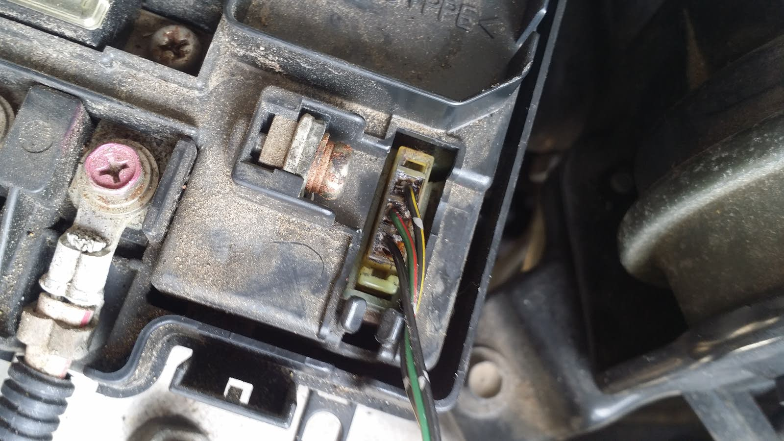 The 3 wires coming from fuse box under hood by the ELD is fried or  something what I'd this 3 thing and how do I fix it I have looked up fuse