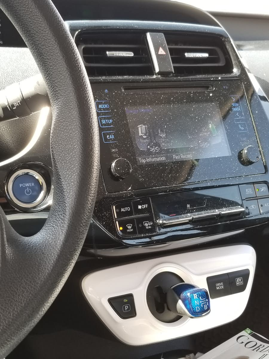 it comes on and i checked all the fuses and everything the radio still  works fine by the speaker's there's no sound is driving me crazy please help
