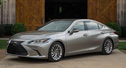2019 Lexus ES Hybrid Review