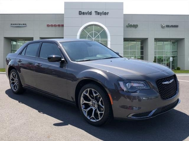 Picture of 2018 Chrysler 300 Touring RWD