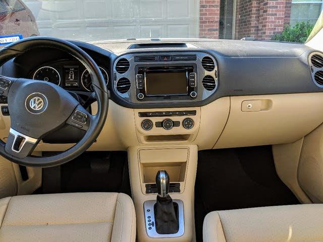 Picture of 2015 Volkswagen Tiguan SE, interior, gallery_worthy