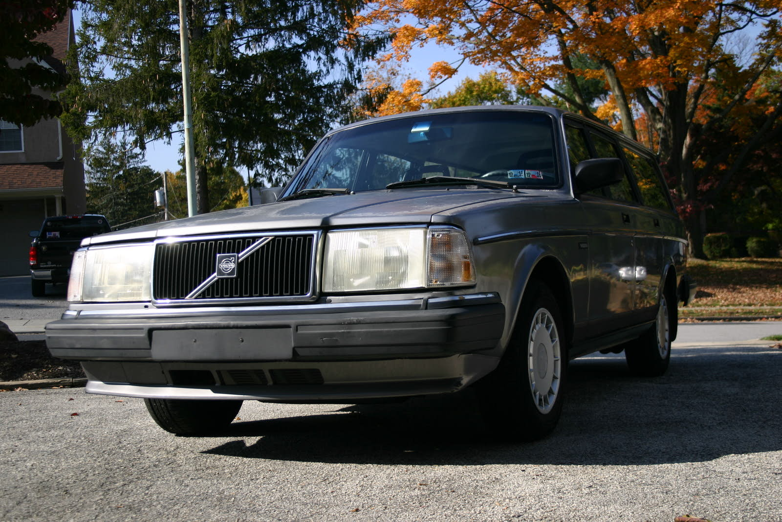 1990 Volvo 240 - Overview