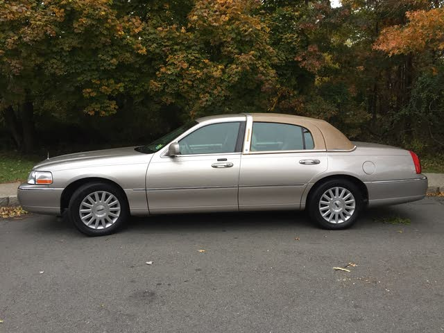 Picture of 2002 Lincoln Town Car Executive